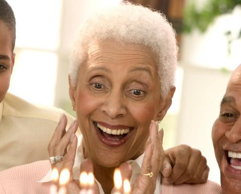 Felicidade e atitude positiva são amigas da longevidade. Viver Agora