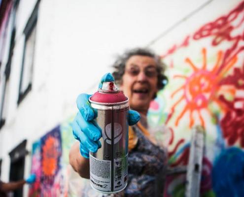 Geração sênior aprende a grafitar Olho Viver Agora