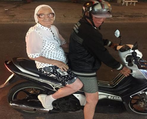 Senhora de 89 anos viaja pelo mundo sozinha Viver Agora